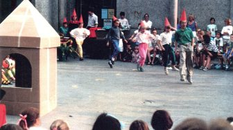 Children performing a fairy tale under the direction of Kris Fleerackers