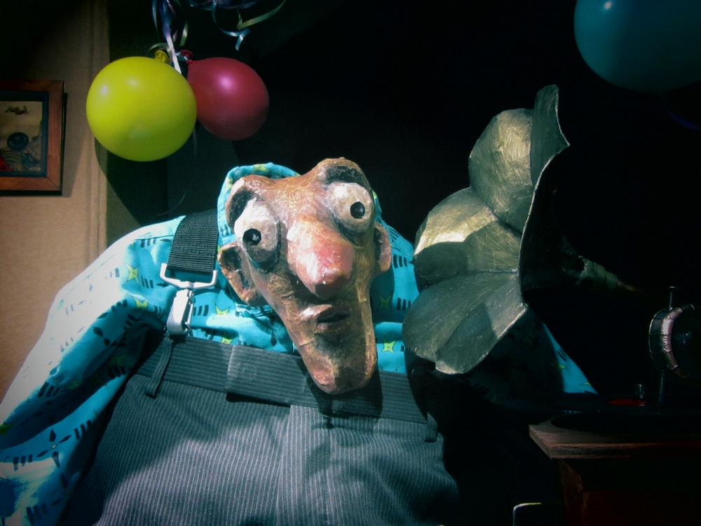 """Puppet listens to Michel Lambert's air de cour """"Ombre de mon amant"""""""